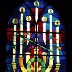 Jean-Pierre Brétegnier, le chandelier, vitrail d'Héricourt, XXe siècle