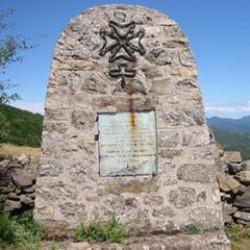 Stèle au col de Mouzoulès