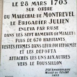 Plaque rappelant la déportation en 1703 des habitants de Mialet (30),