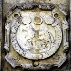 La Rochelle, écusson au mouton : « Dieu exauce »