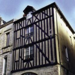 14 rue St Yon. Lieu de culte clandestin au XVIe. La Rochelle (17)