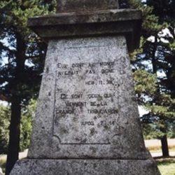 Base du monument de la Pierre Plantée (Tarn).