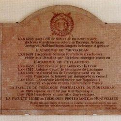 Plaque dans la Faculté de Théologie de Montpellier (34).