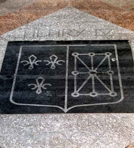 Plaque commémorant l'assassinat du roi Henri IV (1610), 11 rue de la Ferronnerie, à Paris
