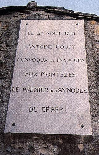 Plaque apposée à la maison du hameau des Montèzes, près de Monoblet (Gard)