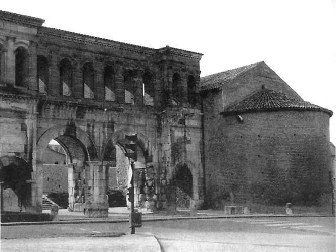 Temple de la porte Saint-André à Autun (71)