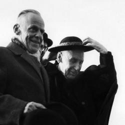 W.A. Visser't'hooft (1900-1985) et M. Bea