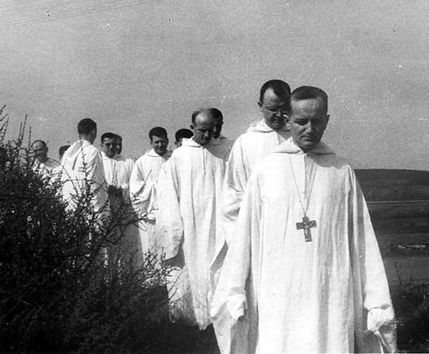 Frère Roger Schutz , prieur de Taizé et les frères de Taizé