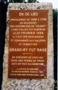 Plaque commémorant l'assemblée du Désert au Grand-Ry (Deux-Sèvres) surprise par les dragons en 1688.