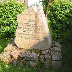 Stèle rappelant la fondation du temple vaudois de Gewissenruh (prov. Hesse-Cassel)