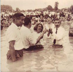 Baptême évangélique tzigane par immersion