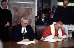 Cardinal Edward Idris Cassidy et Évêque luthérien Christian Krause