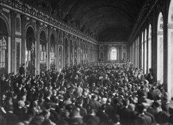 Signature du Traité de Versailles - Galerie des glaces (1919)