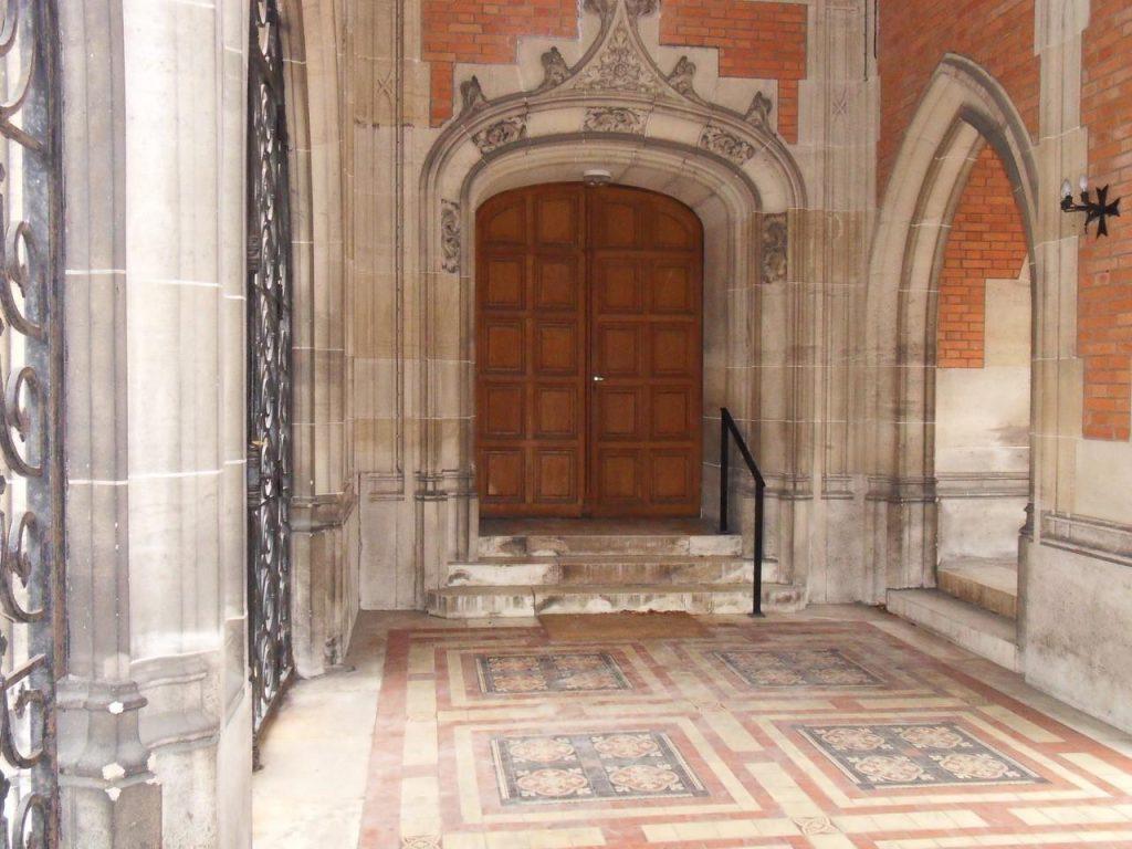 Porte d'accès du temple de Reims au cloître (51)