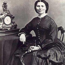 Clara Barton (1821-1912) en 1865
