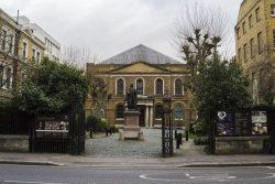 Portes d'entrée de la Chapelle Wesley à Londres (City Road Chapel)