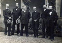 De gauche à droite, Henri Bois, Léon Maury, Emile Doumergue, Edouard Bruston, Louis Perrier, André Arnal