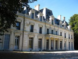 Façade avant du château du Piple à Boissy-Saint-Léger (94)